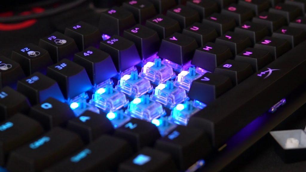 هل لوحات المفاتيح الميكانيكية مع السويتش الأزرق هي أفضل خيار للألعاب؟ 1